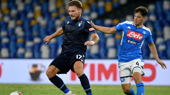 NAPLES, ITALY - AUGUST 01: Ciro Immobile of SS Lazio compete for the ball with Diego Demme of SSC Napoli during the Serie A match between SSC Napoli and  SS Lazio at Stadio San Paolo on August 01, 2020 in Naples, Italy. (Photo by Marco Rosi - SS Lazio/Getty Images)