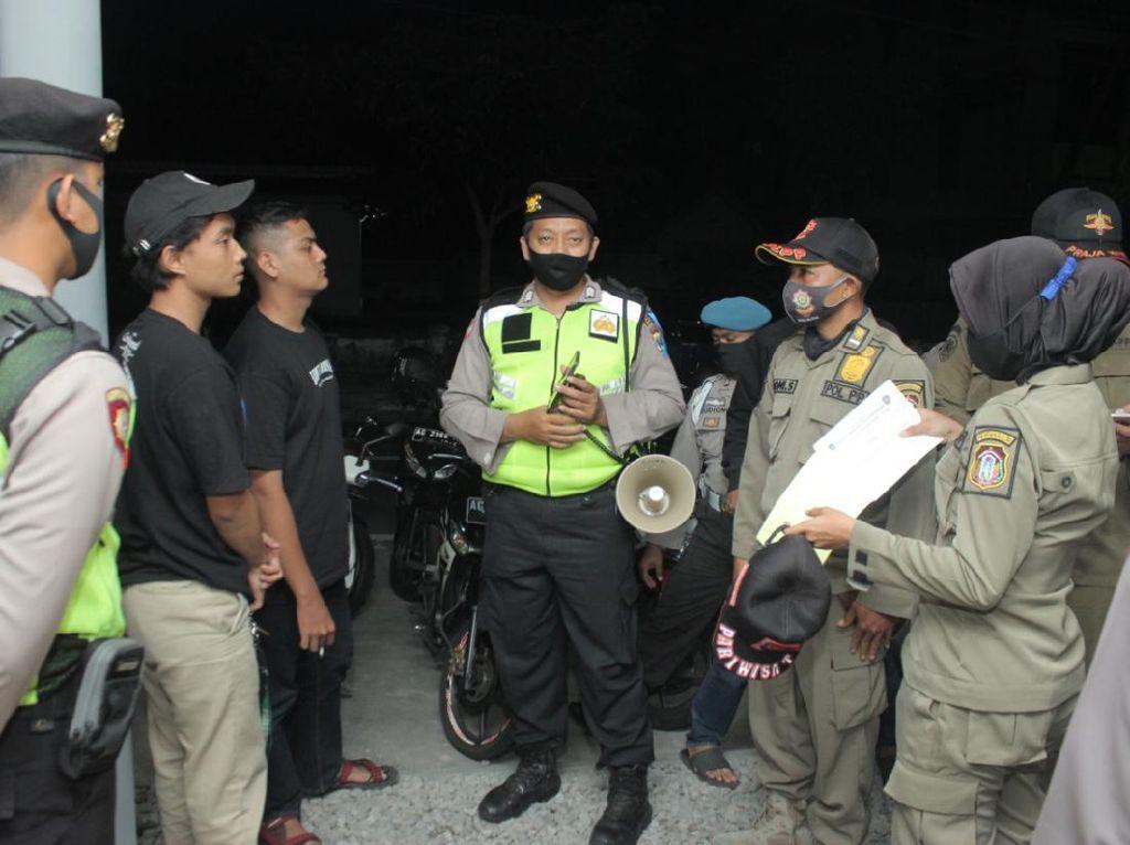 Razia Masker di Kota Blitar, Petugas Temukan Anak Diduga Mabuk dan Bawa Sajam