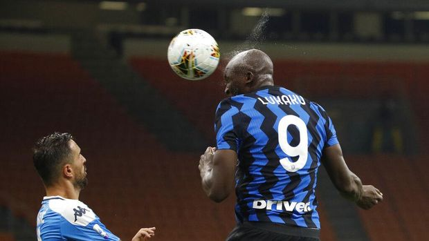 Inter Milan's Romelu Lukaku, heads the ball during the Serie A soccer match between Inter Milan and Napoli at the San Siro Stadium, in Milan, Italy, Tuesday, July 28, 2020. (AP Photo/Antonio Calanni)