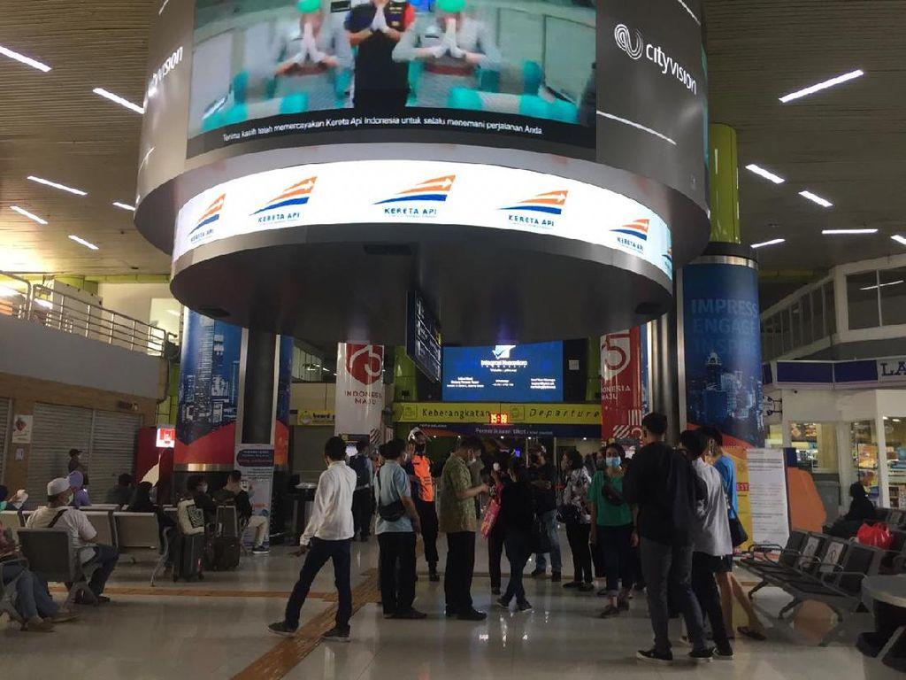 Alasan Penumpang KA di Stasiun Gambir Tetap Mudik Idul Adha di Tengah Pandemi