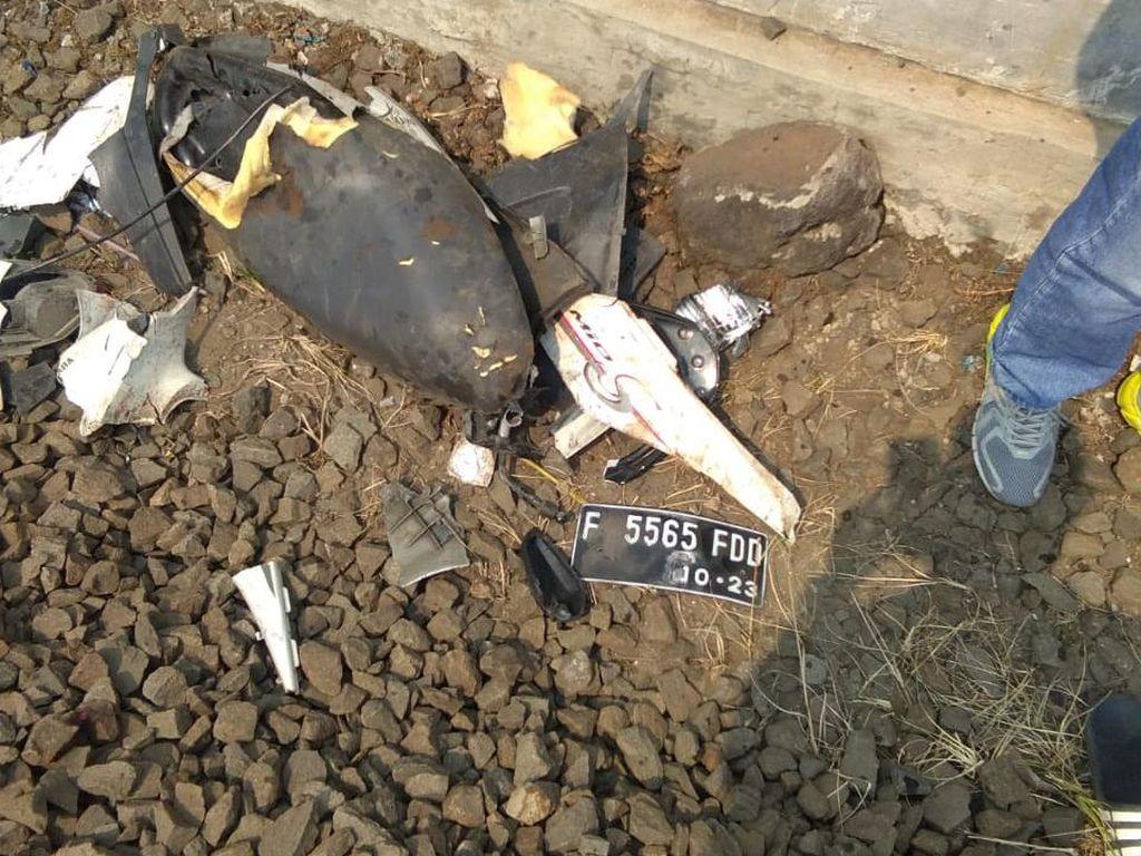 Terobos Perlintasan di Bogor, Pemotor Tewas Tertabrak Kereta