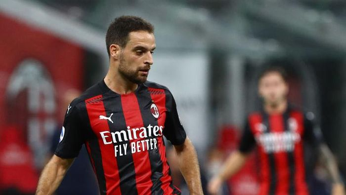 MILAN, ITALY - AUGUST 01:  Giacomo Bonaventura of AC Milan in action during the Serie A match between AC Milan and Cagliari Calcio at Stadio Giuseppe Meazza on August 01, 2020 in Milan, Italy.  (Photo by Marco Luzzani/Getty Images)