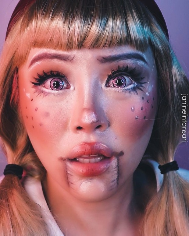 Potret makeup challenge barbie girl ala Janine yang punya pesan mendalam buat perempuan.