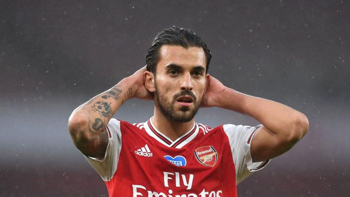 LONDON, ENGLAND - JULY 07: Dani Ceballos of Arsenal reacts during the Premier League match between Arsenal FC and Leicester City at Emirates Stadium on July 07, 2020 in London, England. Football Stadiums around Europe remain empty due to the Coronavirus Pandemic as Government social distancing laws prohibit fans inside venues resulting in all fixtures being played behind closed doors. (Photo by Michael Regan/Getty Images)