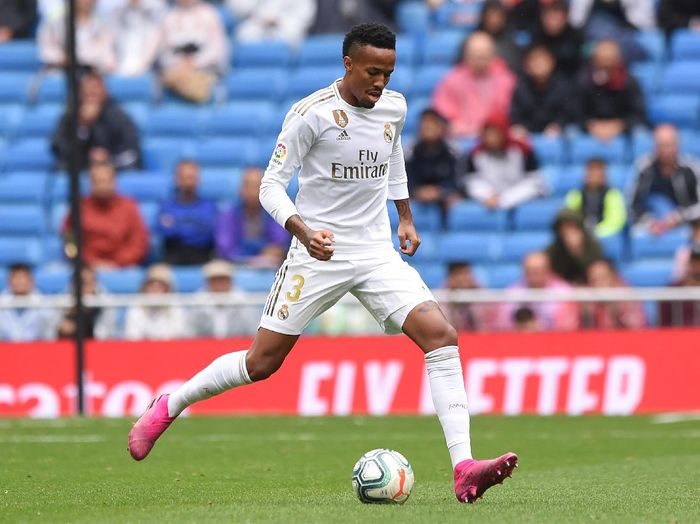 MADRID, SPAIN - SEPTEMBER 14: Eder Militao of Real Madrid controls the ball during the Liga match between Real Madrid CF and Levante UD at Estadio Santiago Bernabeu on September 14, 2019 in Madrid, Spain. (Photo by Denis Doyle/Getty Images)