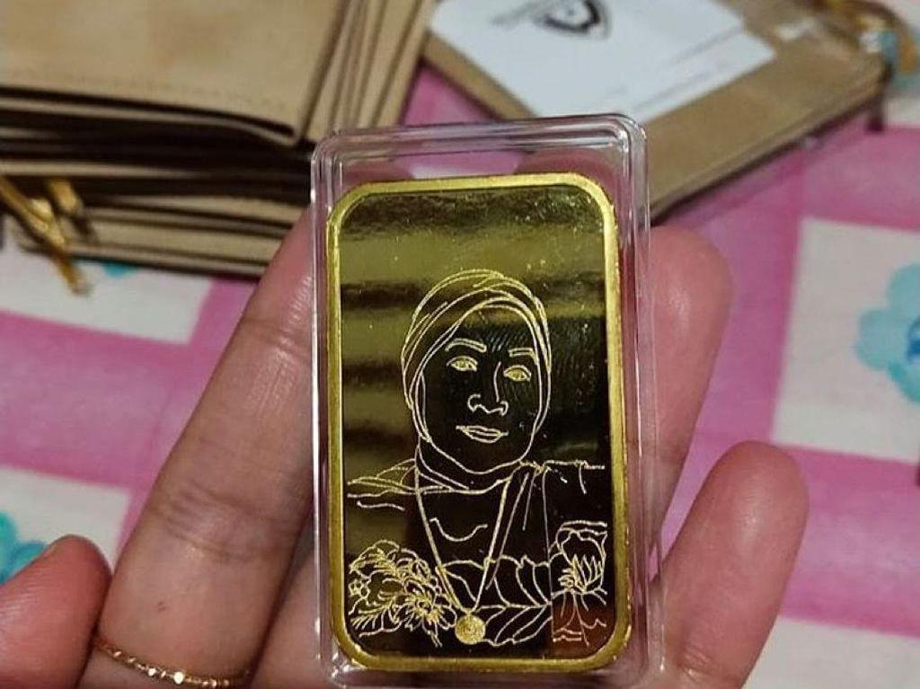 Mau Bikin Emas Cetakan Khusus Kayak Dewi Persik, Berapa Ongkosnya?