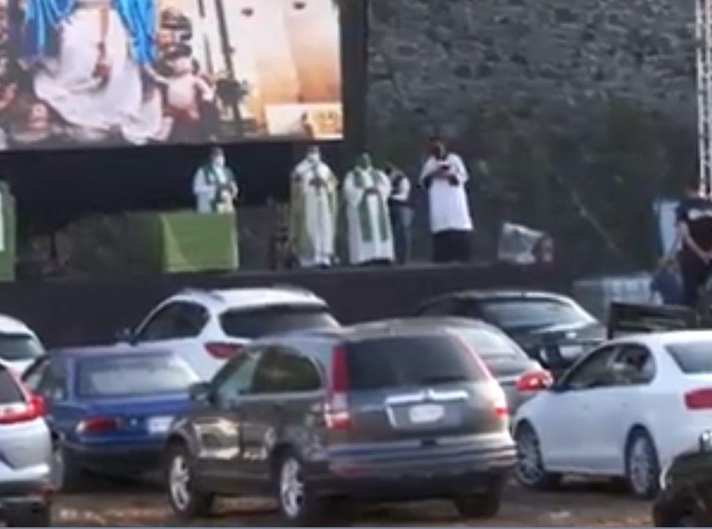 Gereja di Meksiko Berikan Layanan Ibadah Drive-in