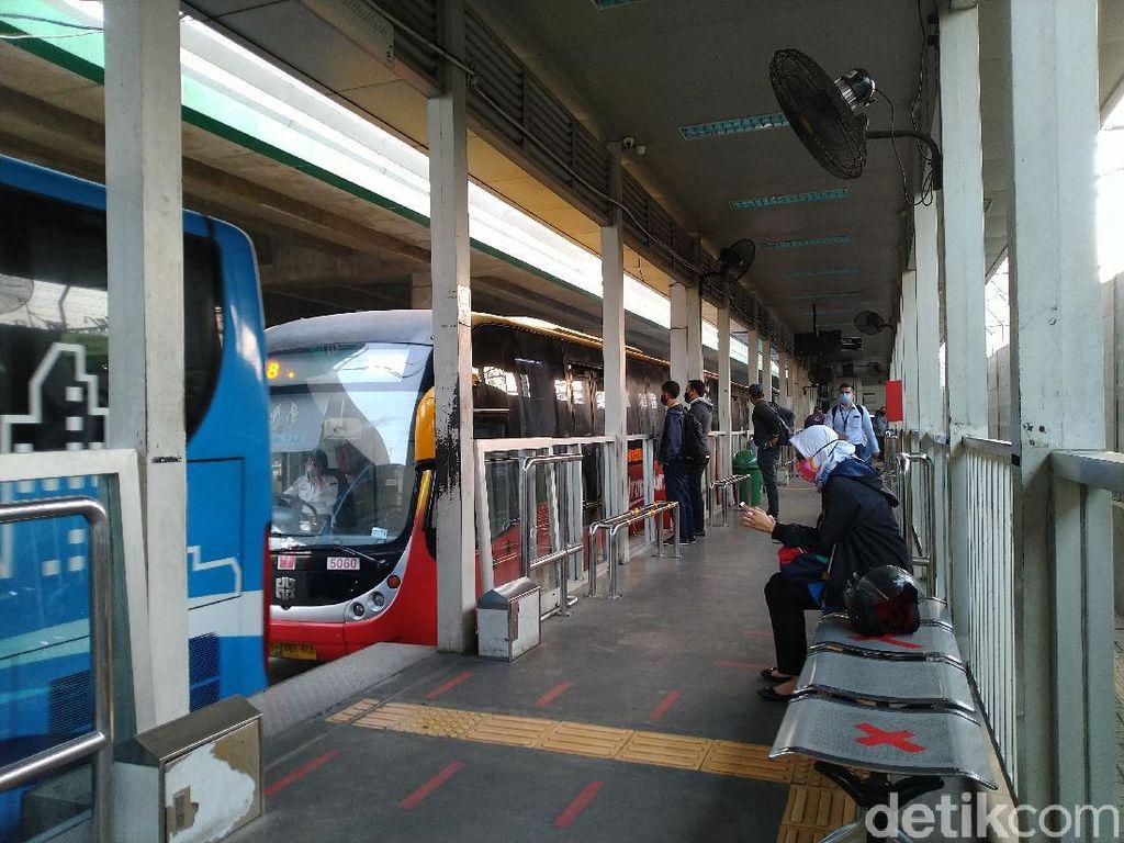 Aturan Naik Angkutan Umum di Jakarta Masa PSBB Total