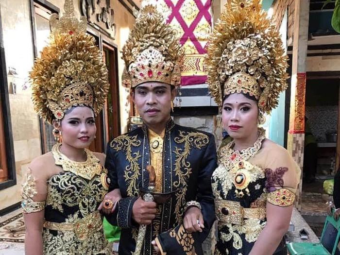 I Made Sukartayasa saat menikahi 2 gadis sekaligus