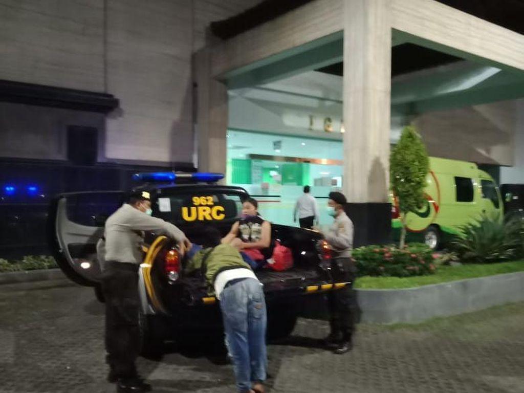 Ibu Muda di Gianyar Bali Melahirkan di Bak Mobil Patroli Polisi