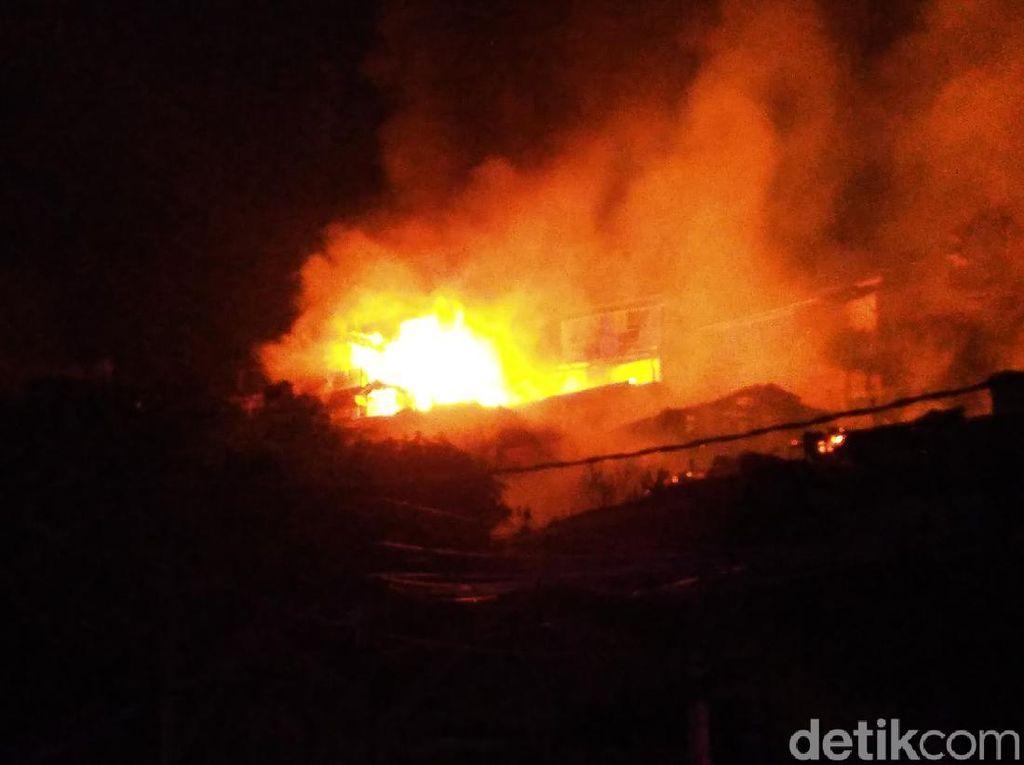 Pemukiman Penduduk di Gunung Kemendur Balikpapan Terbakar