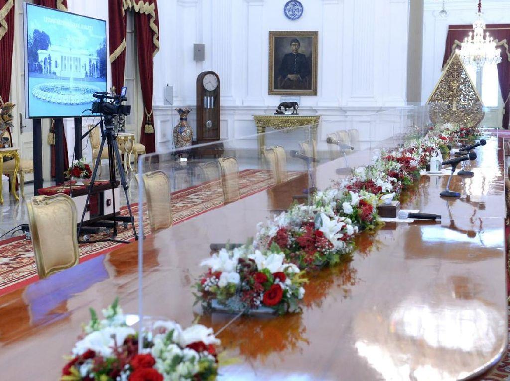Perketat Protokol Kesehatan, Meja Jokowi Terima Tamu di Istana Disekat