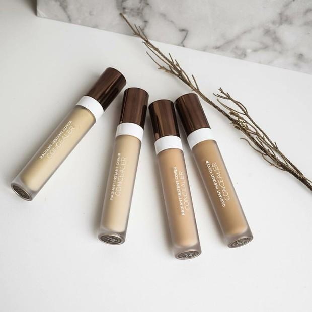 pilihan warnanya sendiri ada 4 yaitu medium beige, creamy beige, natural dan light ivory