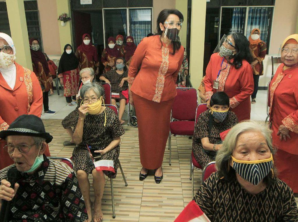 Aula Ibu Bangsa untuk Para Lansia