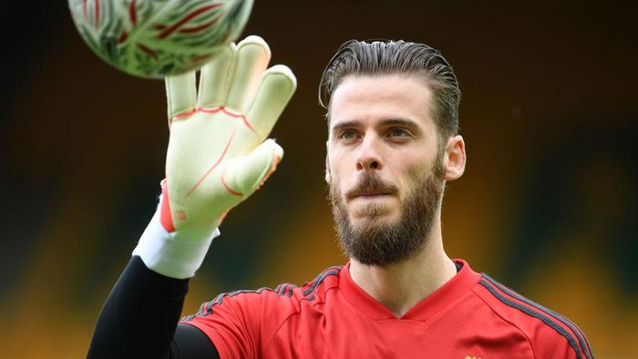 NORWICH, ENGLAND - JUNE 27: David De Gea of Manchester United warms up ahead of the FA Cup Quarter Final match between Norwich City and Manchester United at Carrow Road on June 27, 2020 in Norwich, England. (Photo by Joe Giddens/Pool via Getty Images)