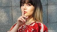 Dinar Candy di Pinggir Jalan Pakai Bikini Terancam Dijerat Pornoaksi