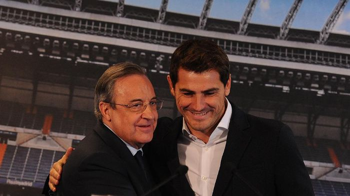 MADRID, SPAIN - JULY 13:  Real Madrid president Florentino Perez is embraced by Iker Casillas during a press conference to announce that Iker Casillas will be leaving Real Madrid on July 13, 2015 in Madrid, Spain.  (Photo by Denis Doyle/Getty Images)