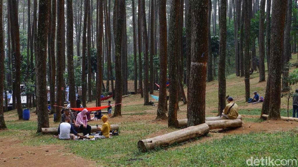 Foto: Wisatawan Mulai Berdatangan ke Batu Kuda Manglayang