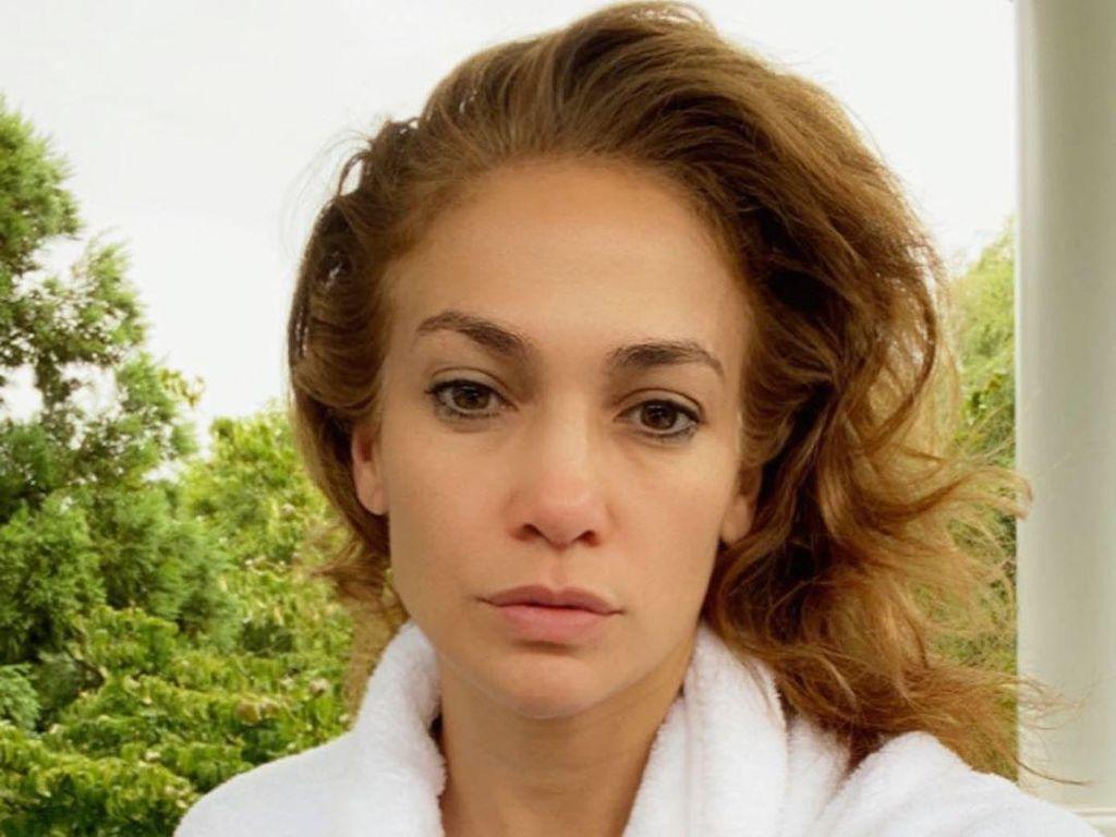 6 Rahasia Awet Muda Jennifer Lopez di Usia 51, Scrub Berlian hingga Diet Ketat