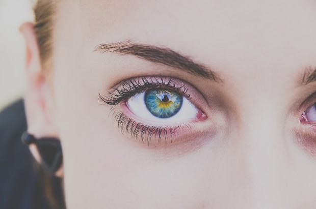 Lash lift merupakan metode perawatan bulu mata menggunakan cairan khusus dengan membuat bulu mata lentik, tebal, serta tampak natural dan ringan.