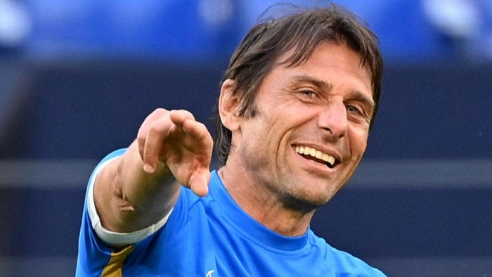 GELSENKIRCHEN, GERMANY - AUGUST 04: Antonio Conte, Manager of Inter Milan smiles during a training session at Arena AufSchalke on August 04, 2020 in Gelsenkirchen, Germany. FC Internazionale will face Getafe CF during their UEFA Europa League round of 16 single-leg match on August 5, 2020. (Photo by Ina Fassbender/Pool via Getty Images)