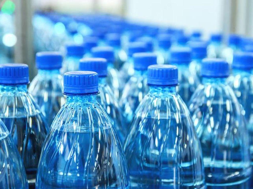 Ternyata Ini Arti Tanggal yang Tertera di Botol Air Mineral