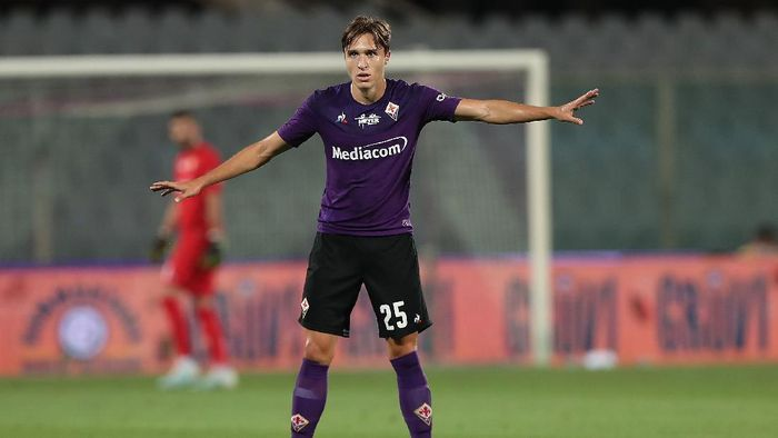 FLORENCE, ITALY - JULY 29: Federico Chiesa of ACF Fiorentina gestures during the Serie A match between ACF Fiorentina and  Bologna FC at Stadio Artemio Franchi on July 29, 2020 in Florence, Italy.  (Photo by Gabriele Maltinti/Getty Images)
