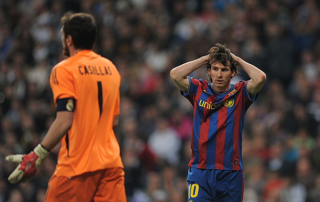 MADRID, SPAIN - APRIL 10:  Lionel Messi (R) of Barcelona reacts beside Iker Casillas of Real Madrid during the La Liga match between Real Madrid and Barcelona at the Estadio Santiago Bernabeu on April 10, 2010 in Madrid, Spain.  (Photo by Denis Doyle/Getty Images)
