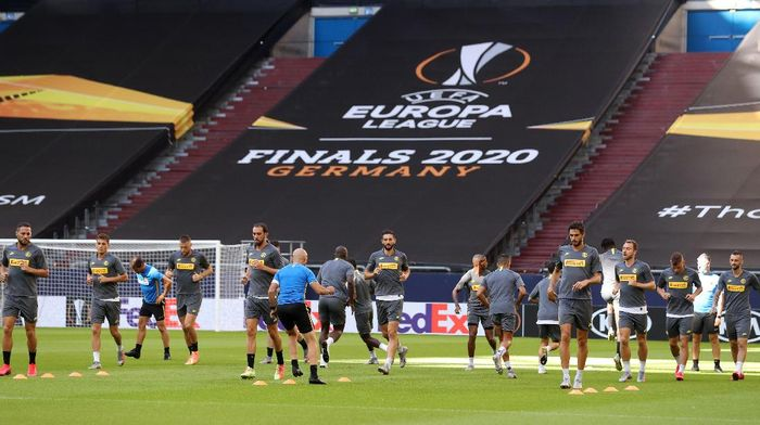 GELSENKIRCHEN, GERMANY - AUGUST 04: General view inside the stadium as Inter Milan players participate in a training session at Arena AufSchalke on August 04, 2020 in Gelsenkirchen, Germany. FC Internazionale will face Getafe CF during their UEFA Europa League round of 16 single-leg match on August 5, 2020. (Photo by Lars Baron/Getty Images)