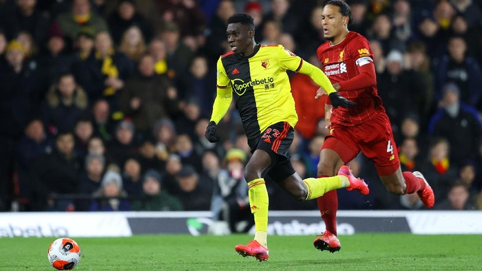 WATFORD, ENGLAND - FEBRUARY 29: Ismaila Sarr of Watford breaks past Virgil van Dijk of Liverpool to score his teams second goal during the Premier League match between Watford FC and Liverpool FC at Vicarage Road on February 29, 2020 in Watford, United Kingdom. (Photo by Richard Heathcote/Getty Images)