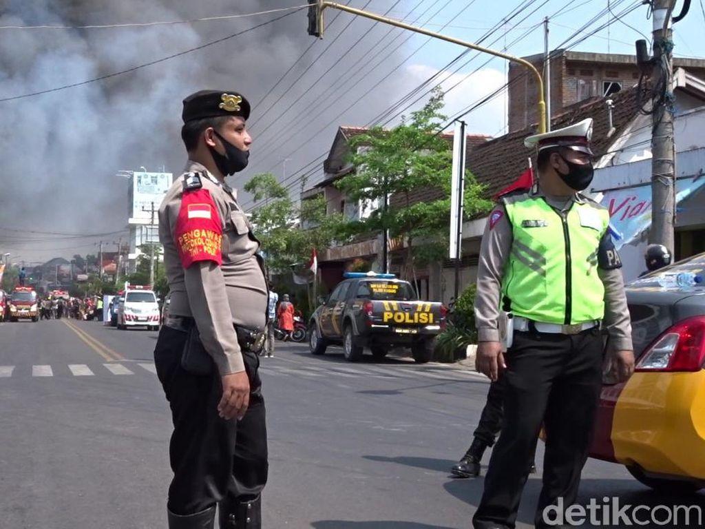 Ada 3 Toko Kebakaran, Jalan Kartini Rembang Ditutup