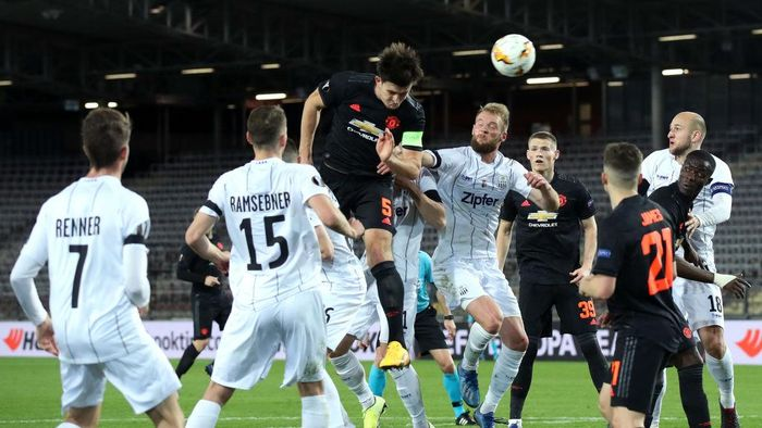 LINZ, AUSTRIA - MARCH 12: (FREE FOR EDITORIAL USE) In this handout image provided by UEFA, Harry Maguire of Manchester United wins a header during the UEFA Europa League round of 16 first leg match between LASK and Manchester United at Linzer Stadion on March 12, 2020 in Linz, Austria. The match is played behind closed doors as a precaution against the spread of COVID-19 (Coronavirus).  (Photo by UEFA - Handout/UEFA via Getty Images )