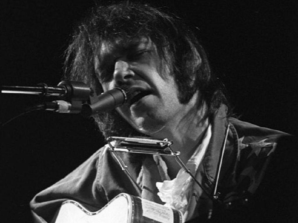 Neil Young Tutup Kasus Hak Cipta dengan Donald Trump