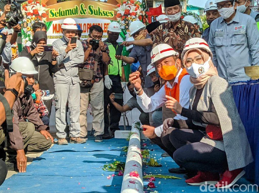Tradisi Munggah Molo Tandai Naiknya Atap Pasar Legi Ponorogo