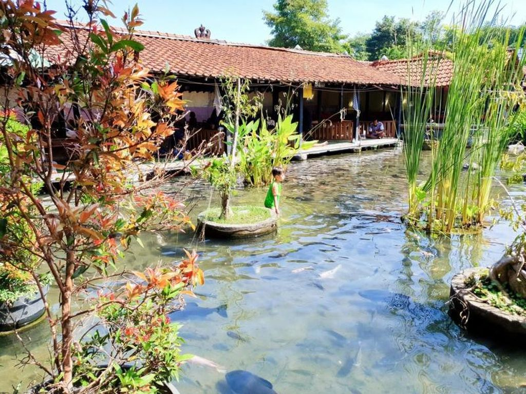 Basah-basahan Seru di Taman Air Tlatar Boyolali