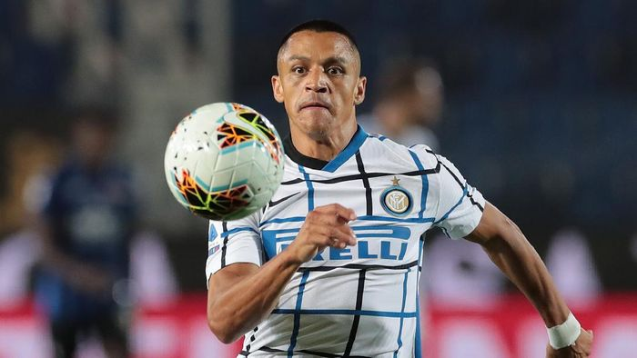 BERGAMO, ITALY - AUGUST 01:  Alexis Sanchez of FC Internazionale in action during the Serie A match between Atalanta BC and FC Internazionale at Gewiss Stadium on August 1, 2020 in Bergamo, Italy.  (Photo by Emilio Andreoli/Getty Images)