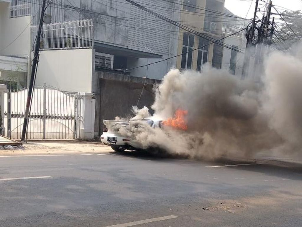Mazda RX-7 Terbakar Karena Kopling, Bagaimana Bisa?