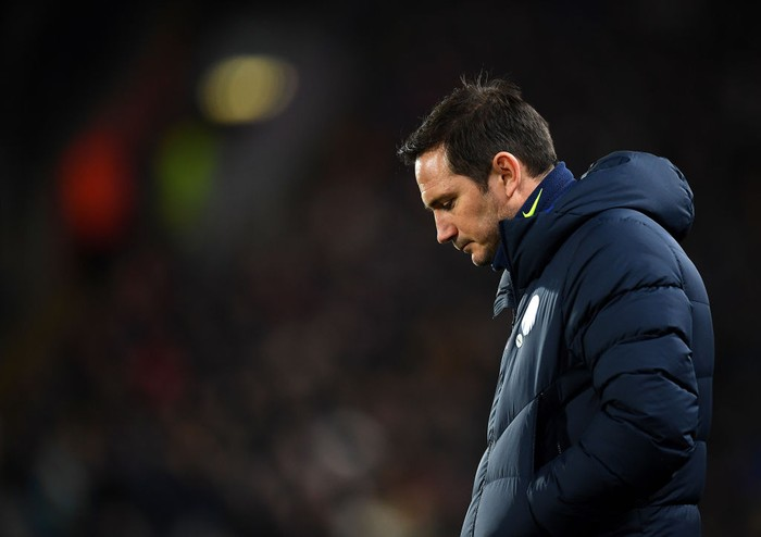 HULL, ENGLAND - JANUARY 25: Frank Lampard, Manager of Chelsea looks on during the FA Cup Fourth Round match between Hull City and Chelsea at KCOM Stadium on January 25, 2020 in Hull, England. (Photo by Clive Mason/Getty Images)