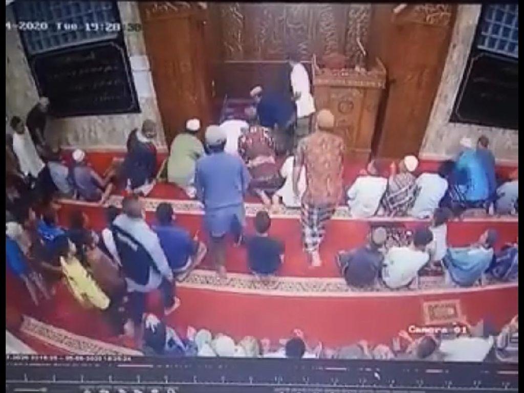 Pingsan Saat Pimpin Salat, Imam Masjid Raya Muaralabuh Sumbar Wafat di RS