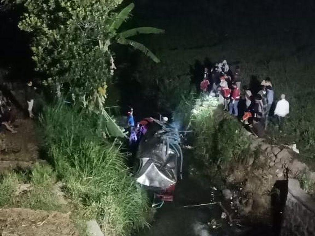 Truk Tangki Muat Air Terjun ke Sungai Magetan Sedalam 10 Meter, Sopir Tewas