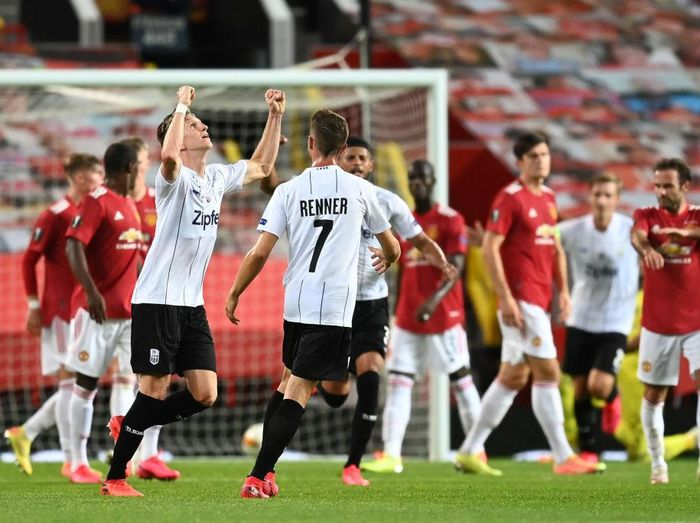 MANCHESTER, ENGLAND - AUGUST 05: Philipp Wiesinger of LASK celebrates after scoring his sides first goal during the UEFA Europa League round of 16 second leg match between Manchester United and LASK at Old Trafford on August 05, 2020 in Manchester, England. (Photo by Michael Regan/Getty Images)