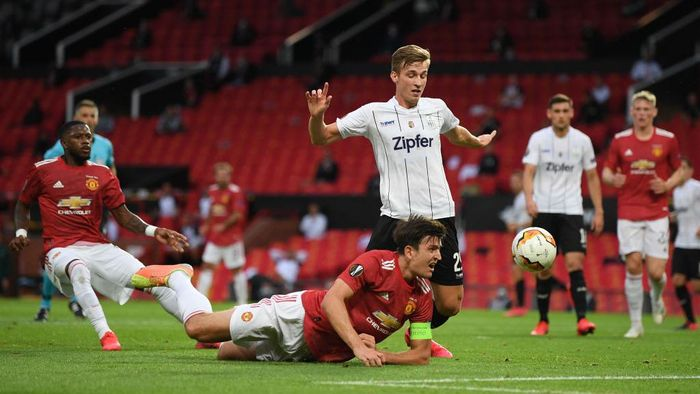 MANCHESTER, ENGLAND - AUGUST 05: Marko Raguz of LASK and Harry Maguire of Manchester United clash during the UEFA Europa League round of 16 second leg match between Manchester United and LASK at Old Trafford on August 05, 2020 in Manchester, England. (Photo by Michael Regan/Getty Images)