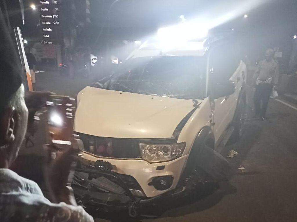 Ringsek, Begini Penampakan Mobil Tabrak Separator di Jaktim