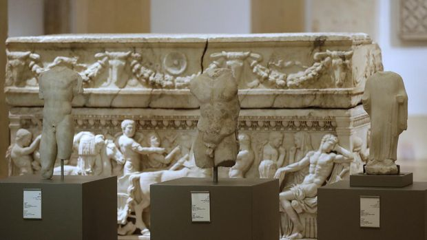 A picture taken on February 2, 2018 shows repatriated marble sculptures dating back to 4th to 6th centuries on display during a ceremony at Beirut National Museum in the Lebanese capital. - The Lebanese Ministry of Culture and the Directorate-General of Anitquities repatriated in December 2017 and January 2018 five marble sculptures lost during the war in 1981. (Photo by JOSEPH EID / AFP)