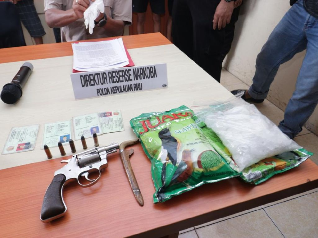 Polisi Tangkap Rampok Bersenpi Bermodus Jual Narkoba di Batam