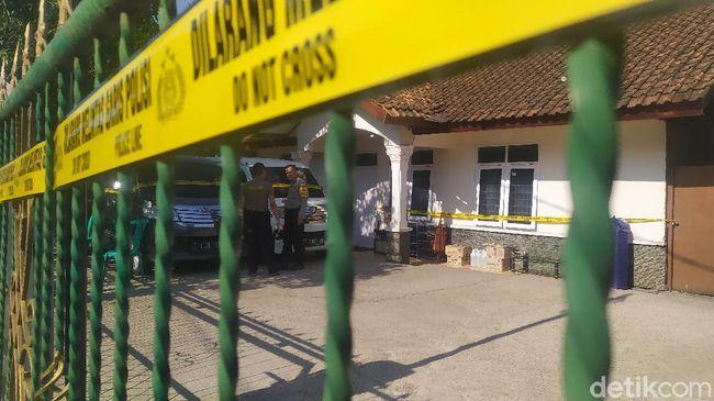 Polisi Geledah 6 Ruangan di Rumah Mewah 'Big Boss' Paket Kurban Cianjur