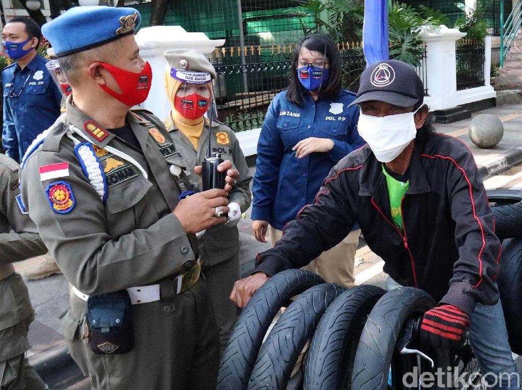 Sebulan Satpol PP Bandung Kumpulkan Denda Rp 7 Juta dari Pelanggar Prokes