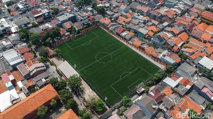 Wajah Lapangan sepak bola Perkumpulan Olahraga Serdang (Pors) Kemayoran kini berbeda. Lapangan yang dulu gersang itu kini dipercantik dan berstandar FIFA lho.