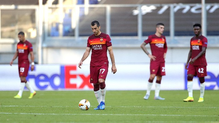 DUISBURG, GERMANY - AUGUST 06: Henrikh Mkhitaryan of Roma walks back to the half-way line after conceding during the UEFA Europa League round of 16 single-leg match between Sevilla FC and AS Roma at MSV Arena on August 06, 2020 in Duisburg, Germany. (Photo by Friedemann Vogel/Pool via Getty Images)