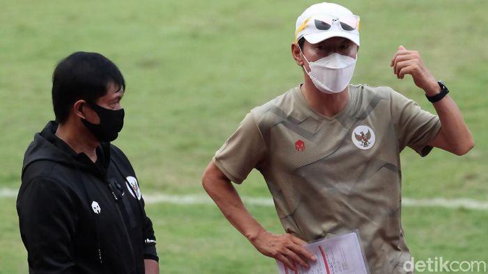 Timnas Indonesia dan Timnas Indonesia U-19 kembali menggelar sesi latihan. Sebelumnya, ada dua kali penundaan pemusatan latihan Skuad Garuda.